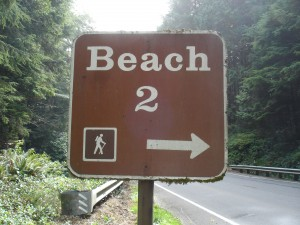 beach this way sign